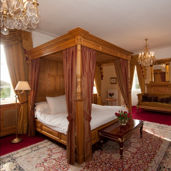 House of Turin - bedroom with four poster bed