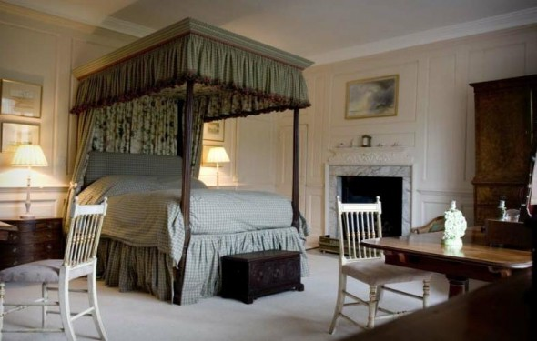 Boxted Hall - four-poster bedroom