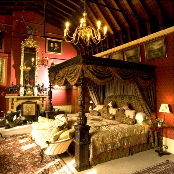 Maunsel House - four-poster bedroom