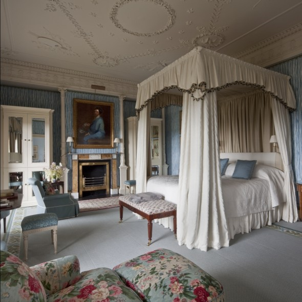 Ballyfin - bedroom with four poster bed