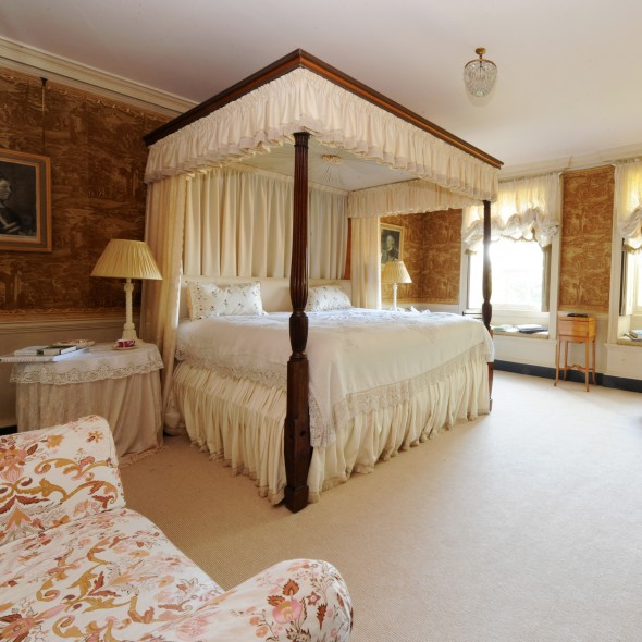 Island Hall - four poster bedroom